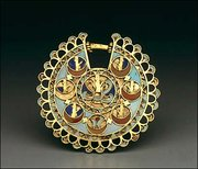 Achaemenid gold earring with inlays of turquoise, carnelian and lapis lazuli; Iran ; 5th-4th BC