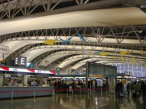 4th floor ticketing hall, illustrating the terminal's airfoil roof.