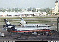 Aeroperu McDonnell Douglas DC-10 at Miami in August 1994, with Varig DC-10 next to it